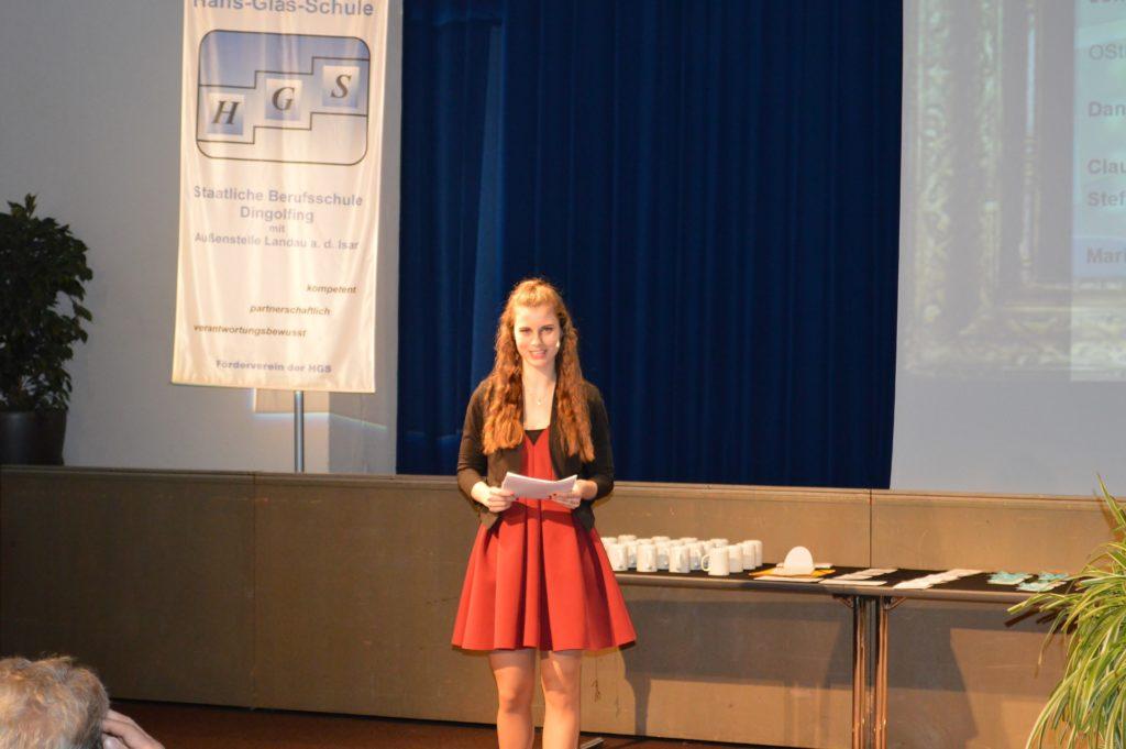 Moderatorin Lisa-Marie Kolbach